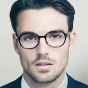 очки на лице